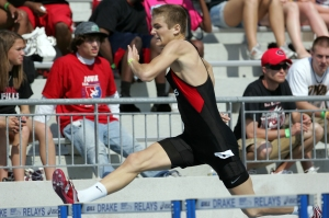 Linn-Mar's Kyle Dunn hits the last hurdle on his way to winning the Class 4A boys 400-meter hurdles during the 2009 State Track meet Friday, May 22, 2009 at Drake Stadium in Des Moines.  (Brian Ray/The Gazette)